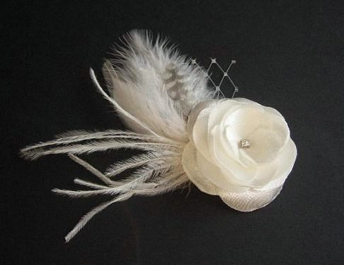Mariage - Ivory Hair Flower Ivory Bridal Headpiece Veil Feathers Ivory Hair Clip Ivory Flower Girl Ivory Wedding Hair Accessory Ivory Hair  Barrette