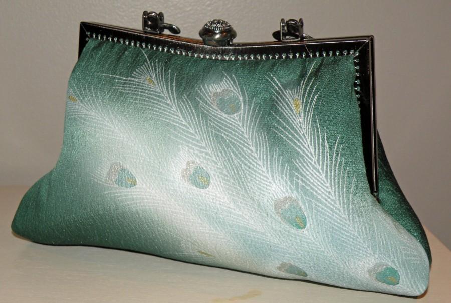 Свадьба - Peacock Feather Clutch Bag Purse/Silk/Wedding/Long Island Bridal Gift/Silk Kimono Emerald Green/Gold/Rhinestone Frame Wrap/Scarf/shawl