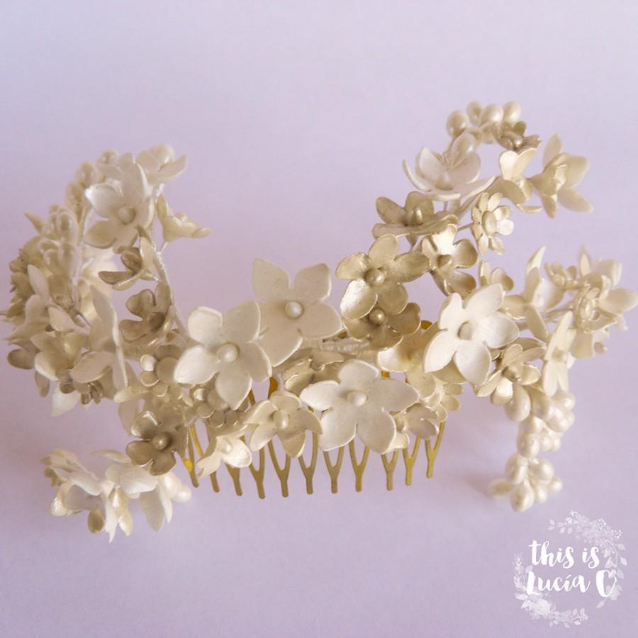 Свадьба - No. 10. Haircomb with porcelain pearl finish flowers, leaves and beads. Vintage wax crown style.