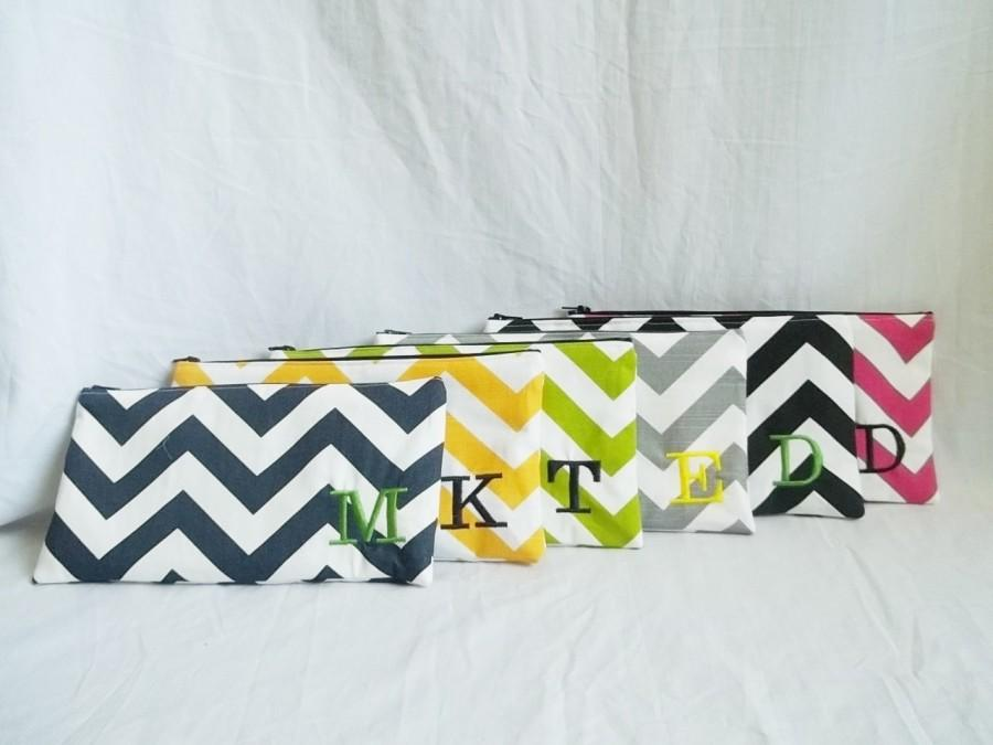 Свадьба - Set of 6 - Bridesmaid clutches - Personalized Chevron Pouch with initials - Embroidered Makeup bag - Large