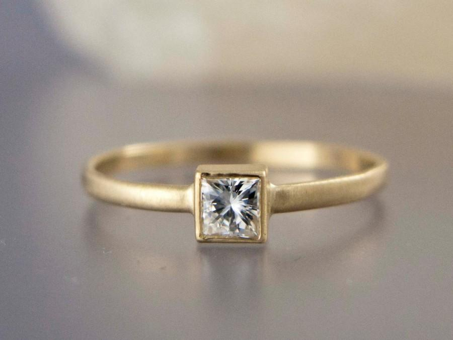 زفاف - Square White Sapphire Engagement Ring in solid 14k Yellow or White Gold - Princess Cut Diamond alternative