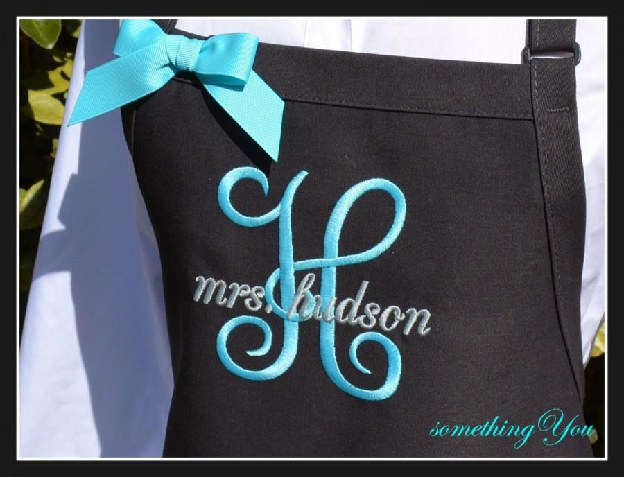 Hochzeit - Personalized MRS. Apron with Initial and Married Name - Personalized wedding aprons, custom kitchen aprons, wedding shower gifts