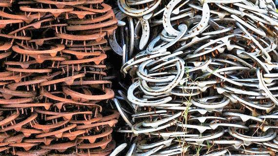 Mariage - Vintage Used Horseshoes- lot of 2 - The Heritage Forge