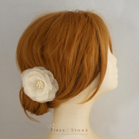 Mariage - Freshwater Pearl Bridal Hair Flower, Wedding Hair Flower, Bridal Hair Piece,  Fall Wedding Bridal Flower, Ivory Bridal Hair Clip, Pure Silk