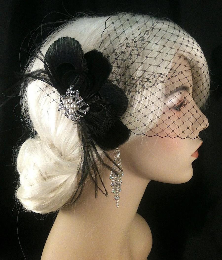 Hochzeit - Bridal Feather Fascinator with Brooch, Bridal Fascinator, Fascinator, Bridal Veil, Black Peacock, Black Goose