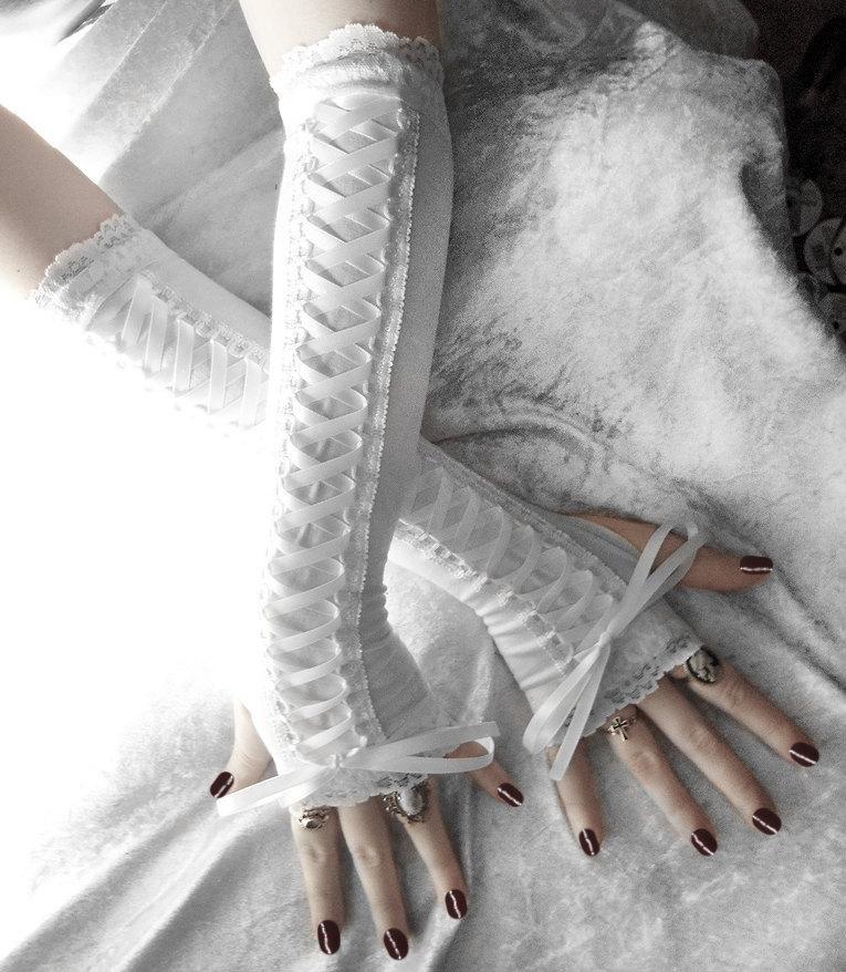 Свадьба - Snow Maiden Victorian Corset Laced Up Arm Warmers - White Lace & Ribbon - Vampire Gothic Tribal Goth Shiro Lolita Mori Girl Bridal Edwardian
