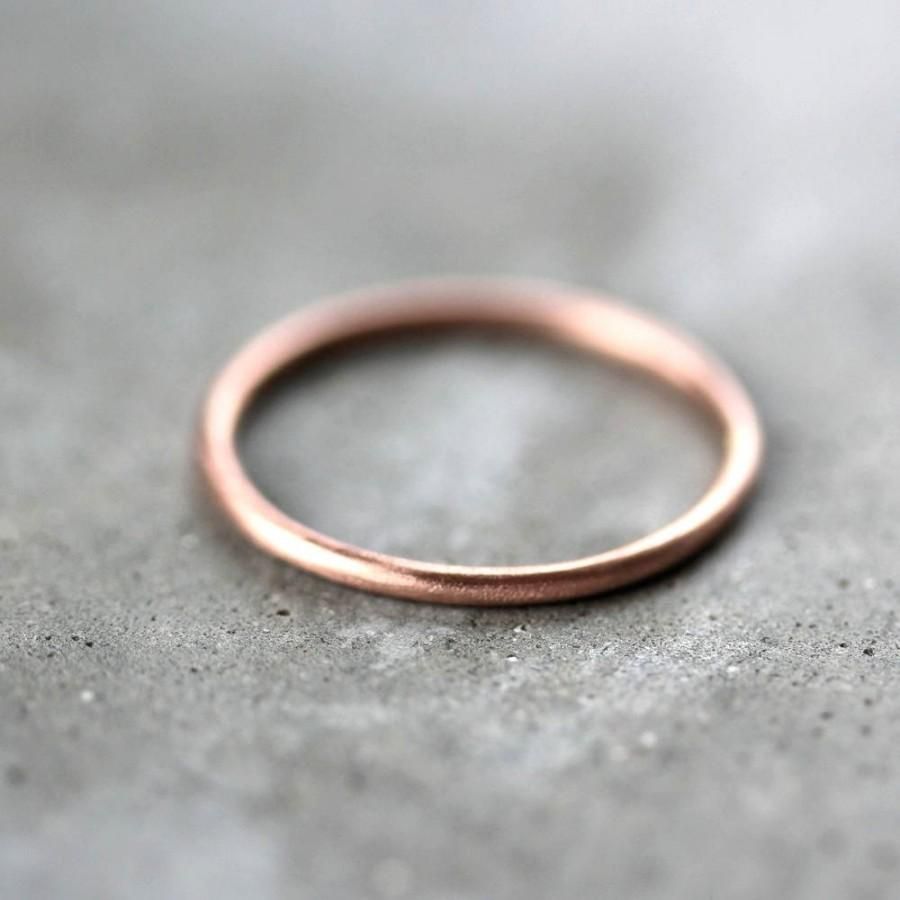 زفاف - Women's Slim Gold Wedding Band, Skinny Round Recycled 14k Rose Gold Ring Brushed Gold Wedding Ring or Stacking - Made in Your Size