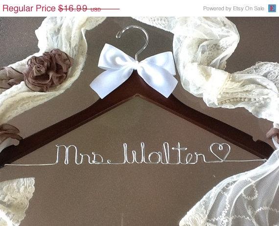 زفاف - HUGE SALE SALE / personalized Bridal hanger/ perfect bridal shower gift , u pick any name , bridal party gift