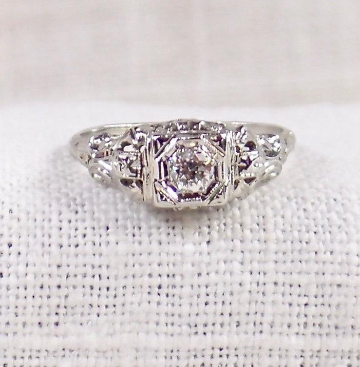 Свадьба - Art Deco 18K Gold Diamond Engagement Ring .25 Carat