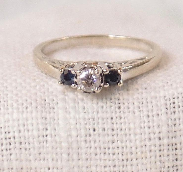 Свадьба - Vintage 14k Gold Diamond and Sapphire Engagement Ring or Stacking Ring