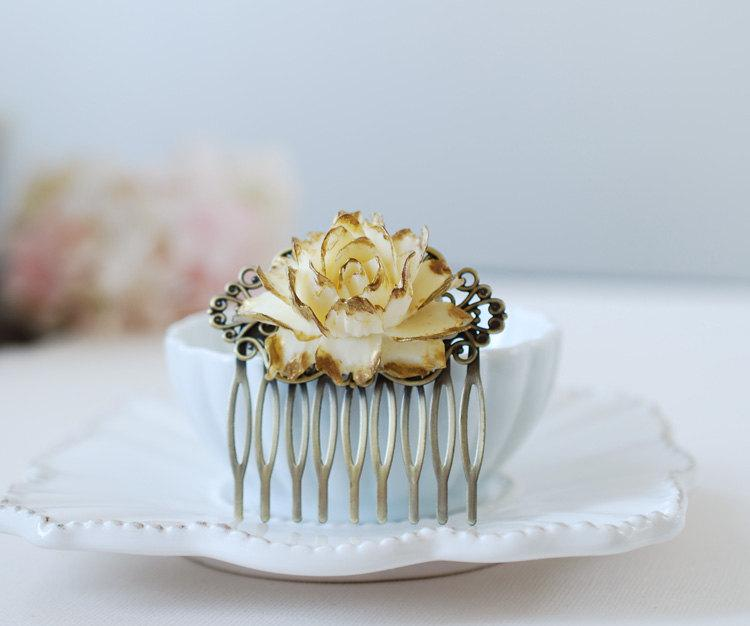 Mariage - Gold Tipped Shabby Ivory Rose Hair Comb. Antiqued Brass Filigree Hair Comb. Vintage Inspired Wedding Bridal Hair Comb