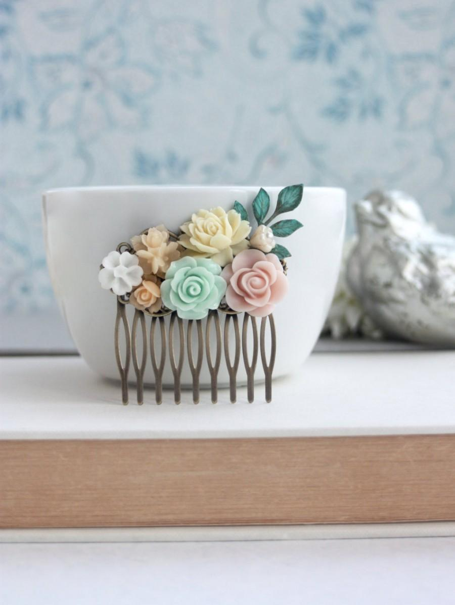 Свадьба - Mint Green Rose, Pink, Ivory, Pearl Collage Flower Hair Comb. Bridesmaid Gift. Pink and Mint Wedding. Bridal Wedding. Summer Weddings. Sis