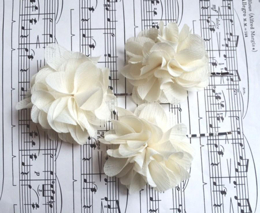 Mariage - NEW ITEM 3 Chiffon Wedding Hair Flowers / ivory chiffon wedding hair piece chiffon flower bridesmaids flower
