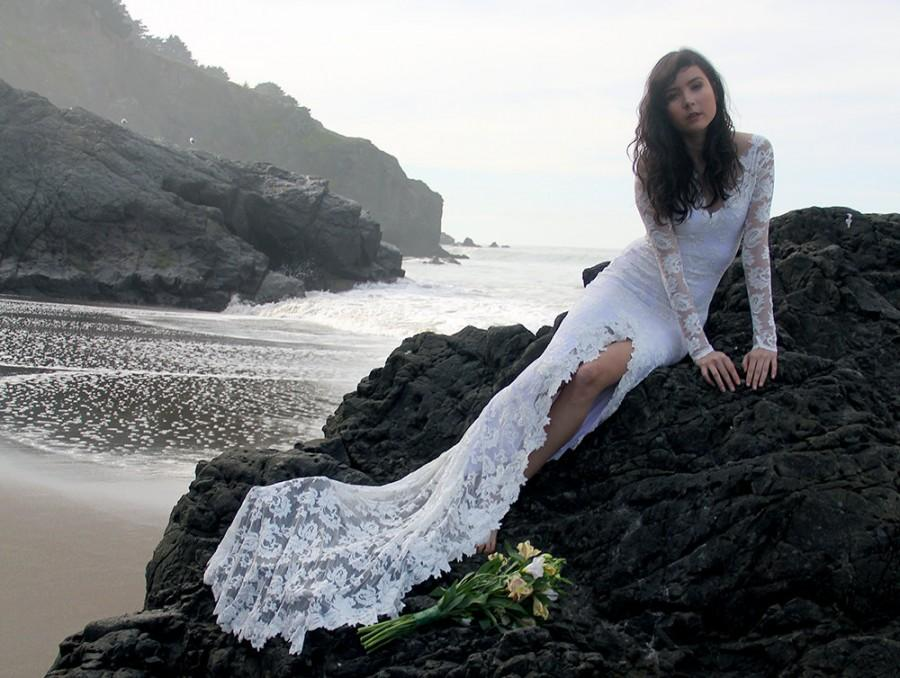 Mariage - Long Sleeve Wedding Dress French Lace with Chapel Train and Hand-cut Delicate Floral Appliques