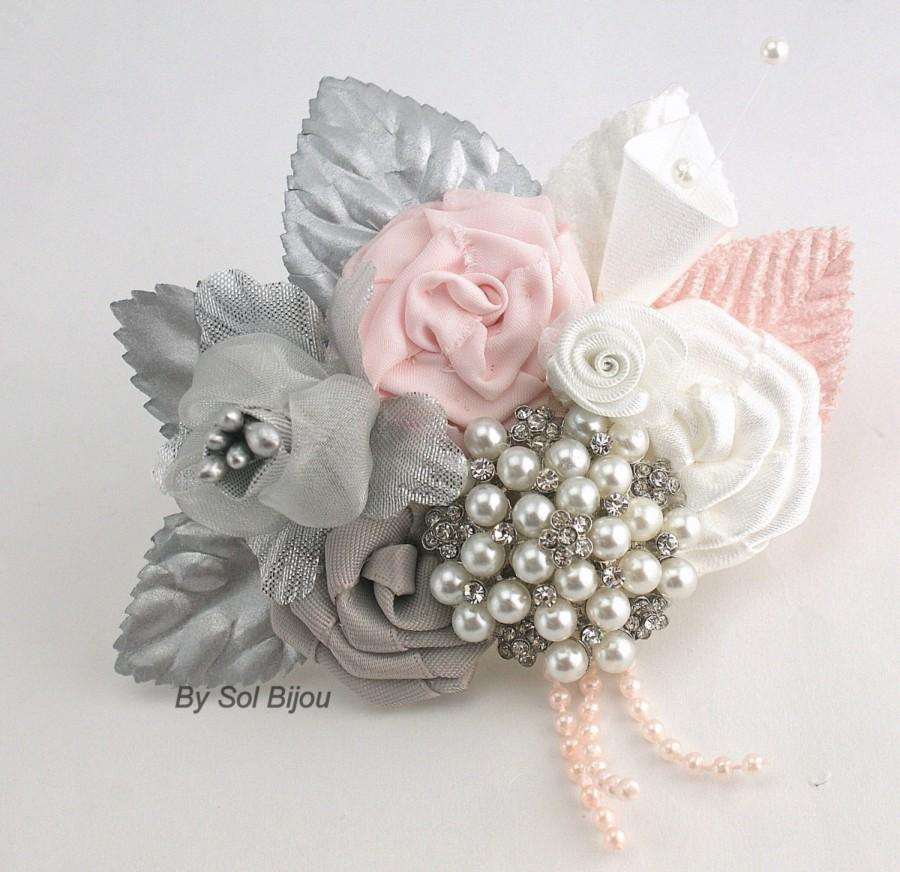 Mariage - Brooch Boutonniere, Silver, Blush, Pink, White, Button Hole, Corsage, Groom, Groomsmen, Mother of the Bride, Pearls, Crystals, Elegant