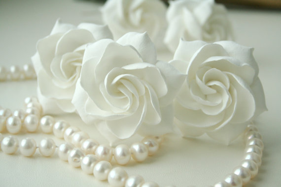Hochzeit - White bridal hair flower gardenia, Bridal flower hair clip, Wedding hair flower, Wedding hair pin, Bridal hair pin, Flower hair pin