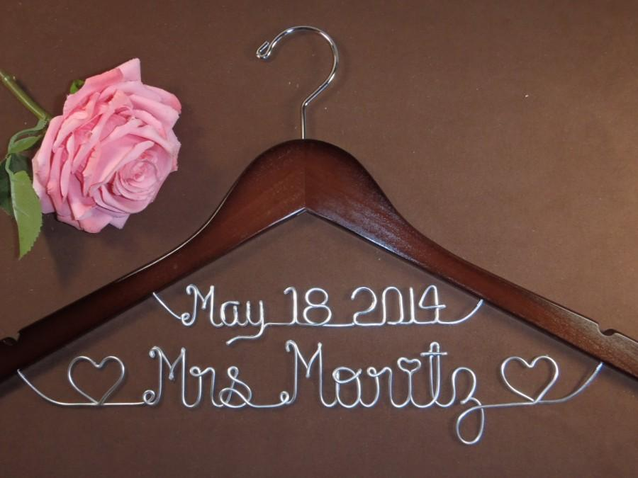 Hanger With Date Hearts For Your Wedding Personalized