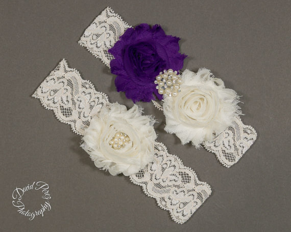 Свадьба - Wedding Garters Purple  Bridal Garter Purple Lace Garters Set Vintage Garter Leg Garter Thigh Garter Purple and Ivory Garter Set Ivory Lace
