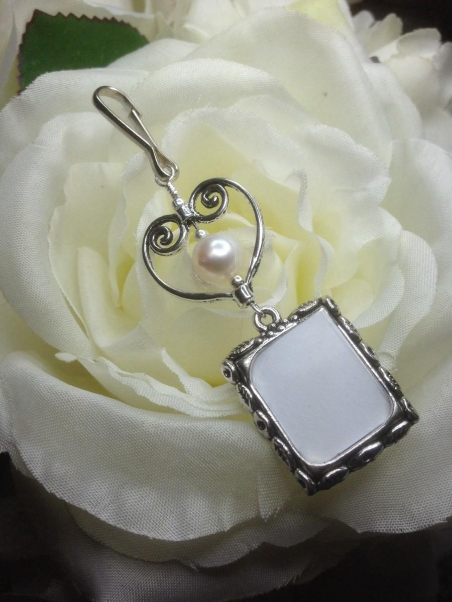 Wedding - Wedding bouquet photo charm / Heart Remembrance photo / Wedding Keepsake / Pearl or crystal / Sister gift / Gift for the bride / Memorial