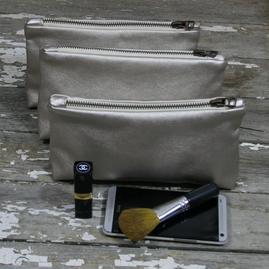 زفاف - Bridesmaids Gift Idea. Bridesmaid gift clutch. Bridesmaids Gifts.Gift for Her.Gold Leather Zipper Pouch w/ Message - gold leather zipper bag