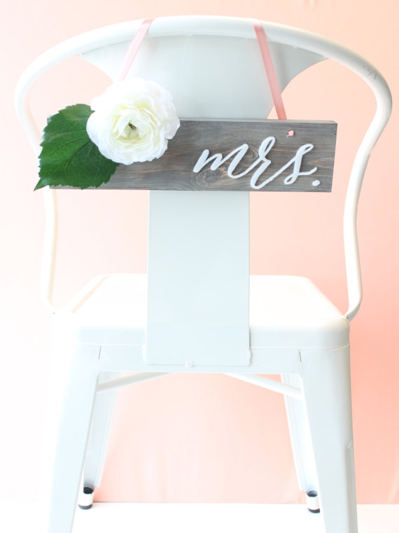 Mariage - Wedding Chair Signs: mr. & mrs. calligraphy pair (solid wood in driftwood grey and white)