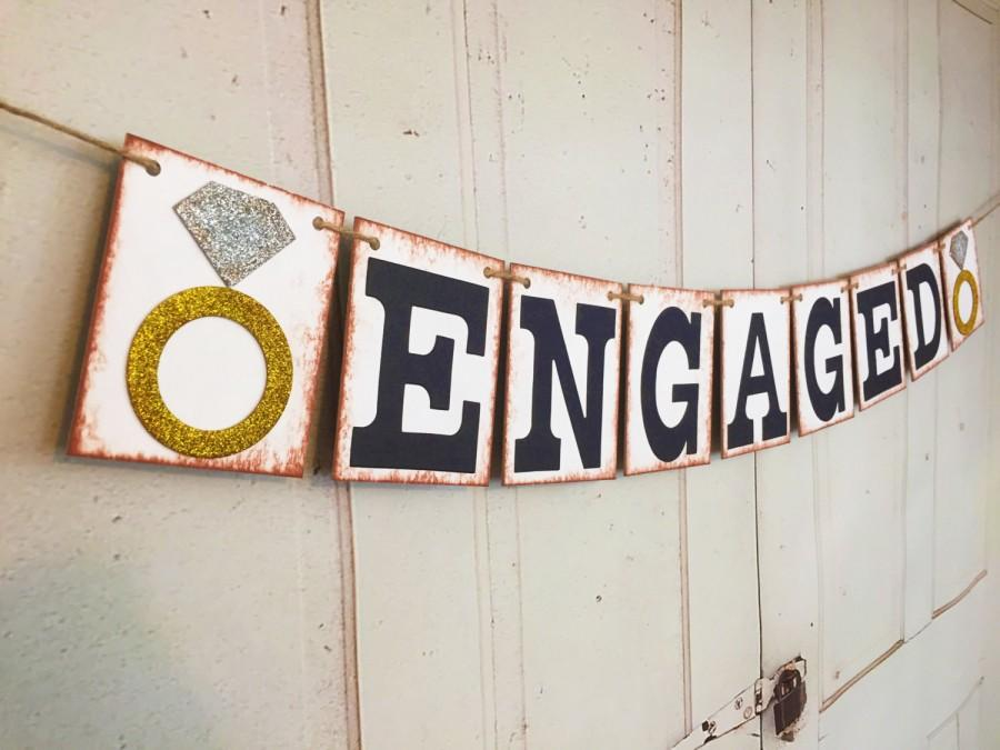 Hochzeit - ENGAGED Banner, Engagement Banner, Wedding Photo Prop, Wedding Garland