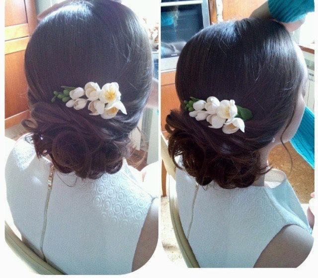 Wedding - Bridal flower comb - white blossom hair comb - wedding flower comb - freesia blossom comb. flower comb. bridal comb. flower hair accessory