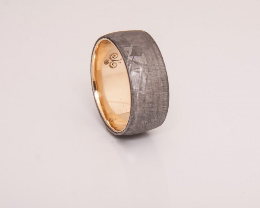 Mariage - meteorite wedding band with 18k gold ring wedding ring men size