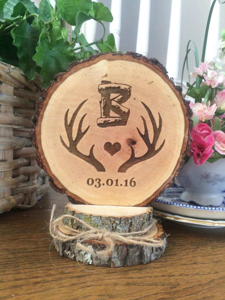 Mariage - Rustic Wedding Cake Topper, Antlers Cake Topper, Wood Cake Topper, Custom Cake Topper, Hunting Topper, Personalized, Barn Wedding