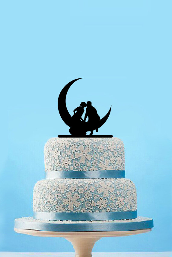 Hochzeit - Funny wedding cake topper,silhouette cake topper,bride and groom kiss on the moon,rustic cake topper wedding,unique wedding cake topper