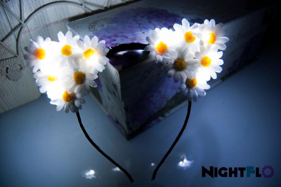 Mariage - White Winter Daisy Kitty NightFlo (White LED as Shown)