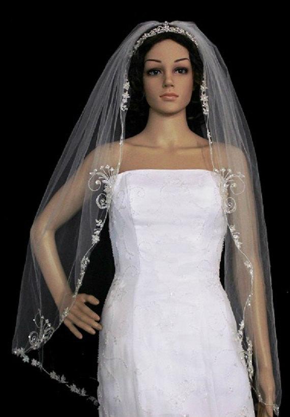 Hochzeit - Embroidered Veil