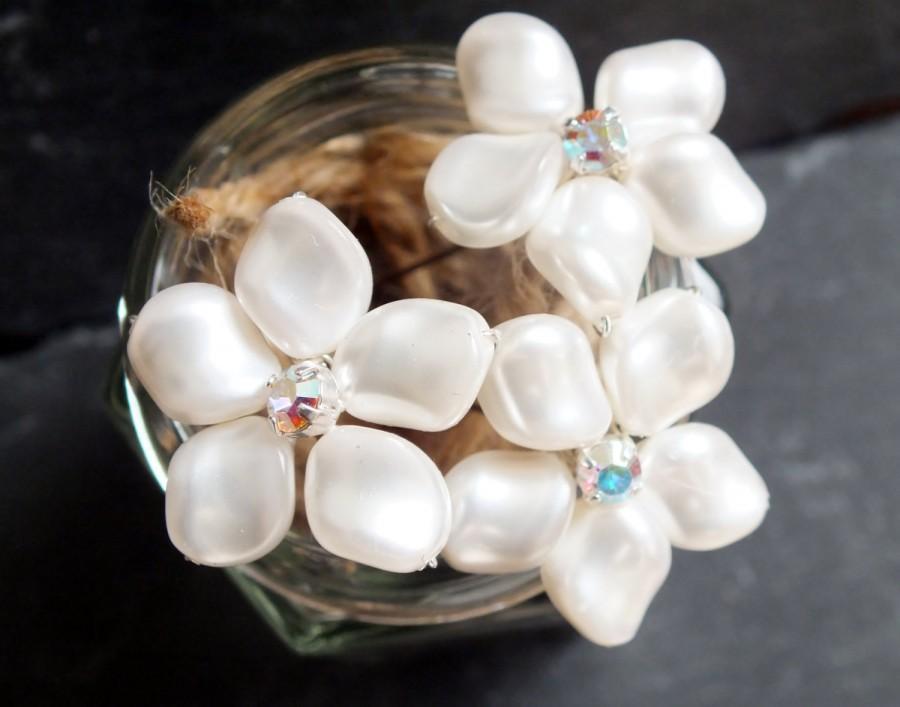 Свадьба - frangipani flower hair pin with diamanté accent, bridal hair accessories, white swarovski pearl and rhinestone hair decoration