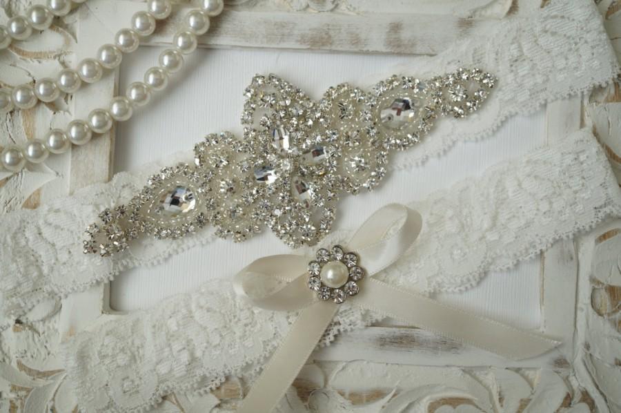 Свадьба - Wedding Garter Set, Bridal Garter Set, Vintage Wedding, Ivory Lace Garter, Crystal Garter Set, Something Blue