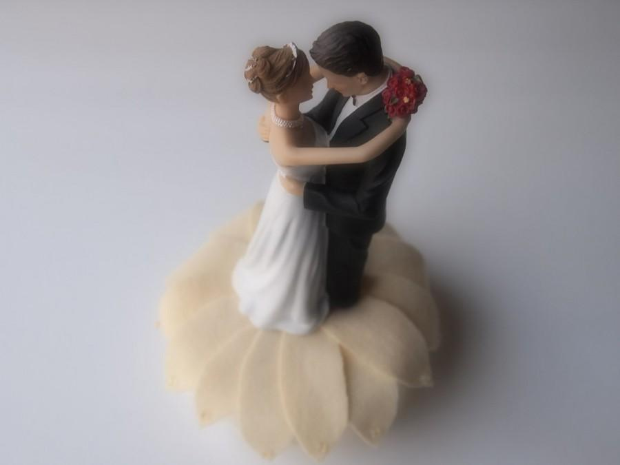 Свадьба - Cake Topper Wedding Very Pale Yellow Flower Bride and Groom