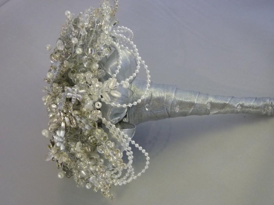 Mariage - Great Gatsby wedding bouquet, 1920's style wedding bouquet, Flower brides bouquet, Brooch bouquet, Silver bouquet, beaded bouquet, dragonfly