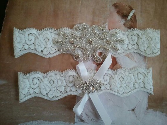 Свадьба - SALE - Bridal Garter, Wedding Garter and Toss Garter - Crystal Rhinestone Garter Set on a White Lace - Style G2880