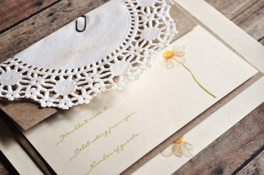 Mariage - Daisy Wedding Invitations Rustic Shabby Vintage Wedding Invitations Lace