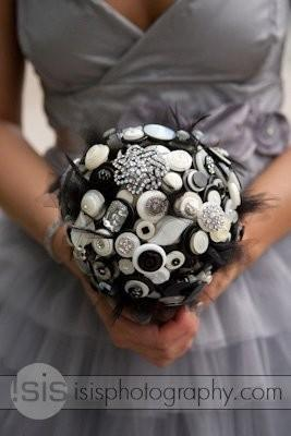 Mariage - The Holly Golightly Button Bouquet
