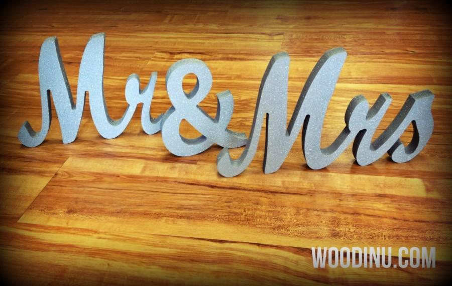 Boda - Silver Glitter Mr and Mrs Wedding Sign - Mr & Mrs Freestanding Sign - Silver Mr and Mrs Wedding Table Decor- Wedding Decor- Mr and Mrs