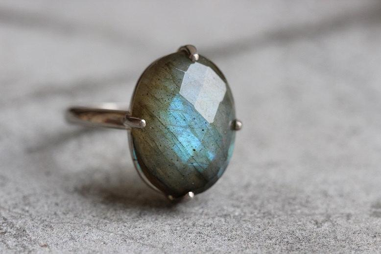 Mariage - 18K white Gold Labradorite ring - Natural Labradorite Ring - Engagement ring - Artisan ring  - Bezel ring - Gift for her