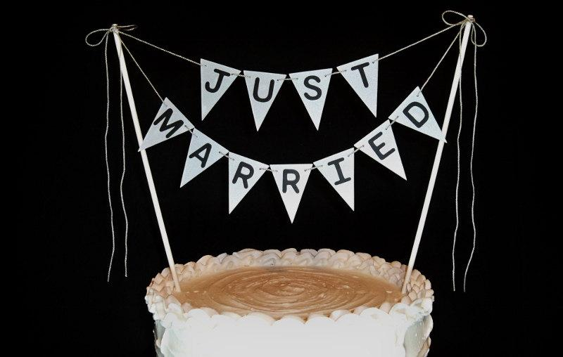 Свадьба - Just Married Cake Topper Garland, Industrial Silver Bunting, Shimmery Silver Industrial Glam