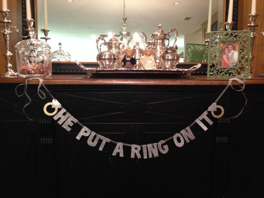 زفاف - He Put A Ring On It Glitter Banner -- Bridal Shower or Bachelorette Party Decoration / Photo Prop