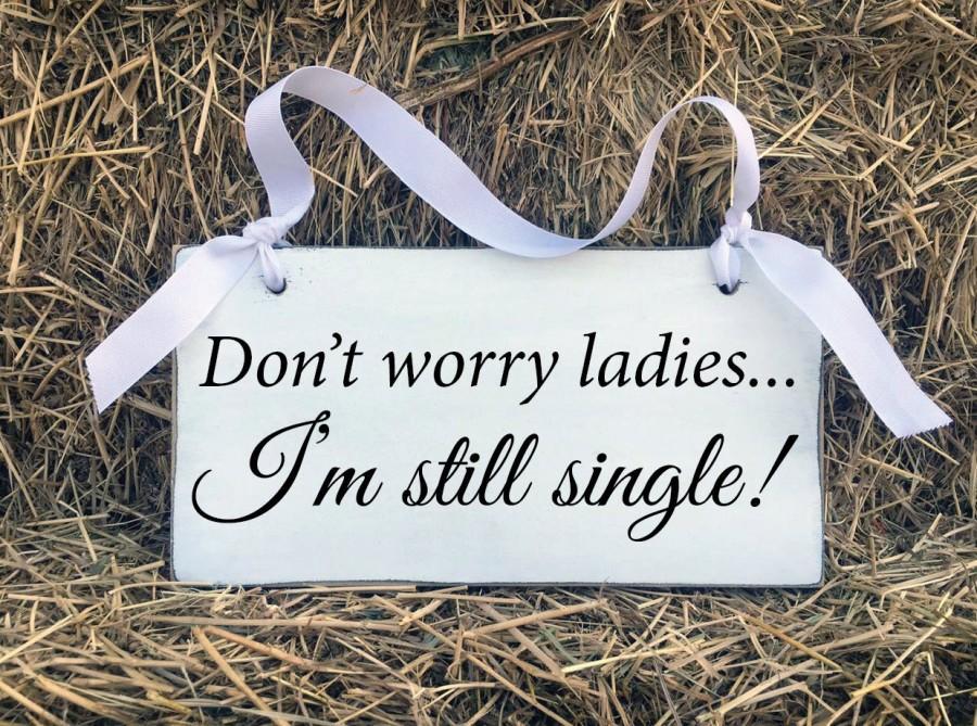 Mariage - Wedding Signs, Don't worry ladies I'm still single, Barn, Shabby Chic, Bride and Groom, Wedding Decorations, Flower Girl, Fun Wedding Signs