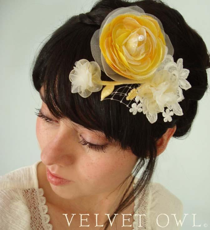Mariage - Bridal clip Yellow Ranunculus fascinator or comb and detachable French Russian netting birdcage veil - SAVANNAH