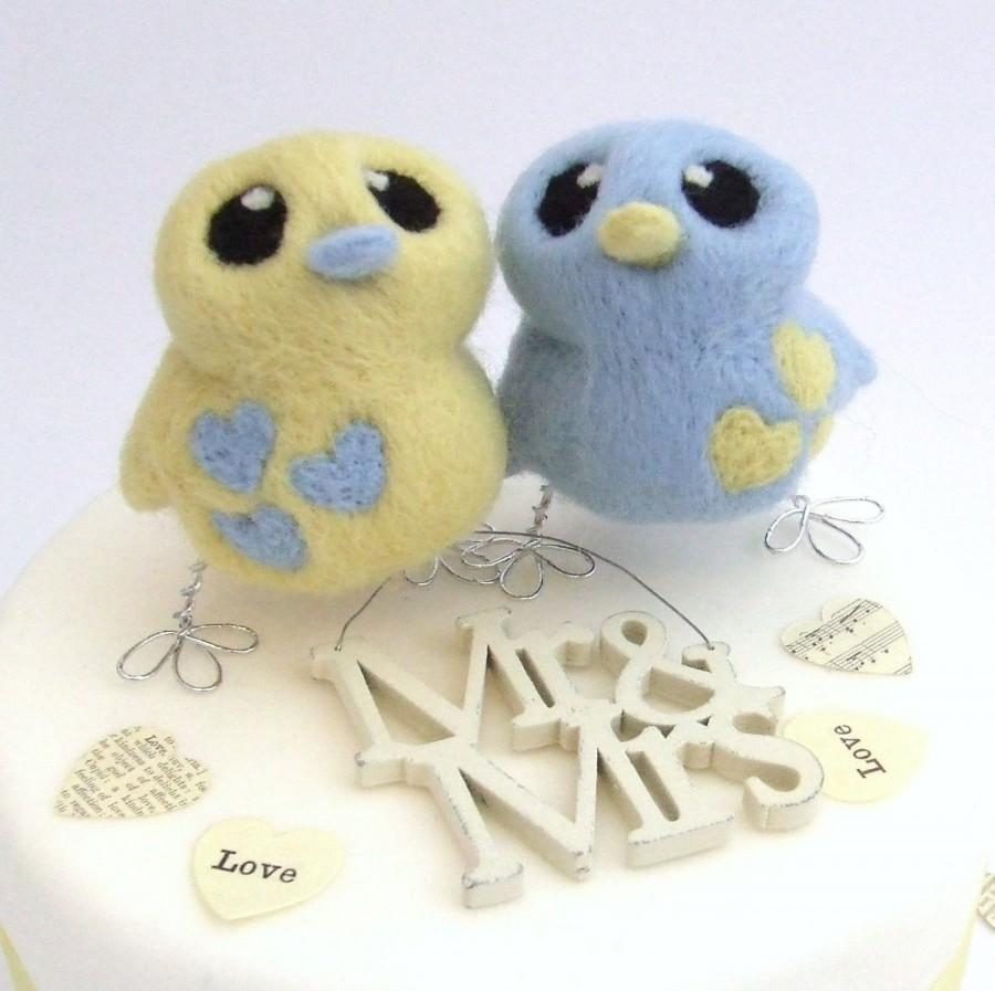 Свадьба - Bird Wedding Cake Topper Needle Felted Birds in Pale Blue and Butter Cream Pastels