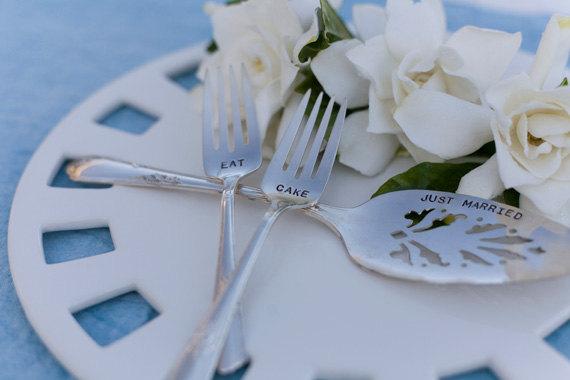 زفاف - Vintage Silverware Silverplate Wedding Cake Server and Dessert Fork Set Brides Magazine Table Setting Woodenhive Decor Hand Stamped