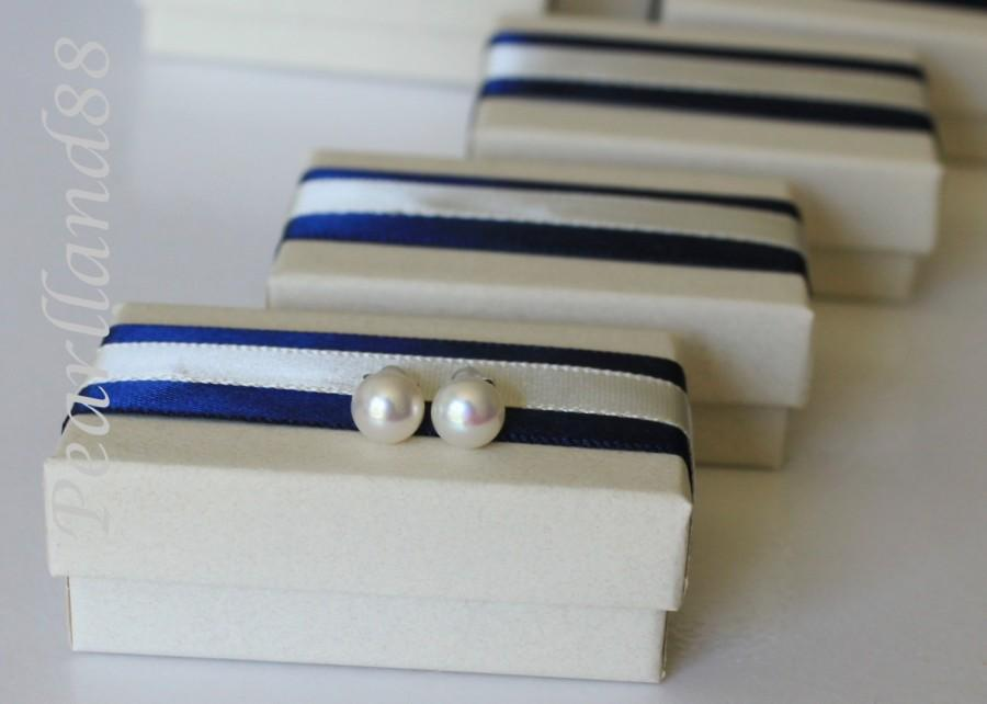 Wedding - SET of 4 pairs bridesmaid earring studs, 7.5mm genuine Pearl studs, 4 pairs pearl earrings,Nautical, pearl stud earrings, Navy and white