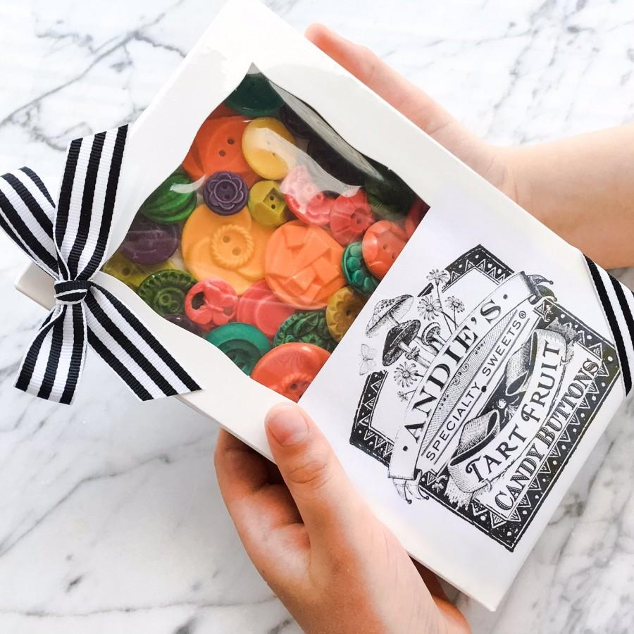 Свадьба - Edible Vintage Candy Buttons - 50 Fruit Tart (Yum) Flavored Candy Buttons - Colorful