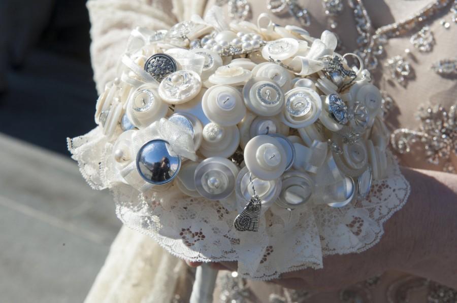Mariage - Alice in Wonderland Button Bouquet